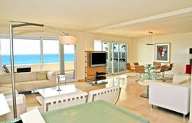 6 bedroom apartments by the sea for sale in Southern Europe. Luxury apartments on the beach front in Puerto Banus