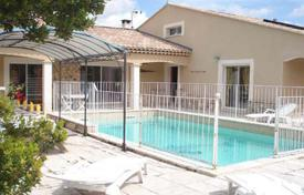 Villas and houses for rent with swimming pools in Languedoc - Roussillon. Villa – Languedoc — Roussillon, France