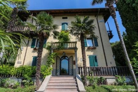 Houses with pools for sale in Verona. Villa – Torri del Benaco, Verona, Veneto, Italy