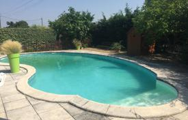 Residential for sale in Occitanie. Spacious villa with a pool, a terrace and an enclosed garden, 25 minutes drive from Capitol and Toulouse, Muret, France