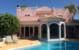 Houses with pools for sale in Faro. Spacious villa with a pool and panoramic views, Loulé, Portugal