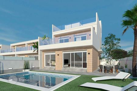 Coastal houses for sale in Mar Menor. Modern 3 bedroom villa with private pool in San Pedro del Pinatar