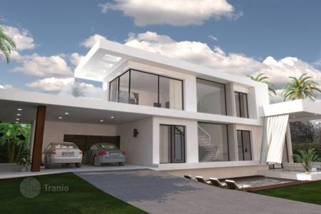 3 bedroom houses for sale in Andalusia. Villa for sale in Estepona Playa, Estepona