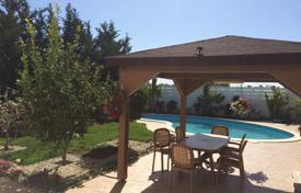 A 4 bedroom detached house for sale with private swimming pool and garden for 685,000 €