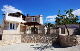3 bedroom houses by the sea for sale in Croatia. The villa is in the traditional Dalmatian style with sea view in Stivasnitse, Rogoznica, Croatia