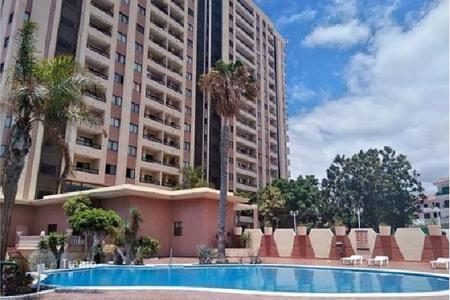 Cheap residential for sale in Adeje. Studio in a residential complex in Playa Paraiso, Spain. Communal swimming pool and parking, 200 meters from the beach