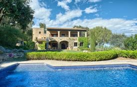 Luxury houses with pools for sale in Gerona (city). Historic estate with arched windows, terraces, a pool and a garden, overlooking the medieval castle and the sea, Girona, Spain