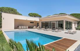 Luxury 4 bedroom villas and houses to rent in Côte d'Azur (French Riviera). Pampelonne — Contemporary villa
