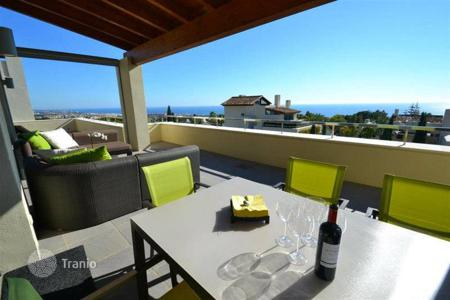 Luxury apartments with pools for sale in Andalusia. Penthouse for sale in Imara, Marbella Golden Mile