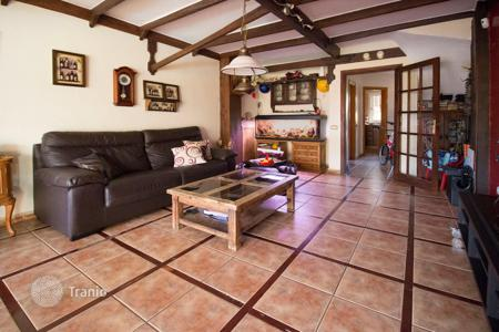 3 bedroom apartments for sale in Canary Islands. A triplex with three bedrooms and a swimming pool near the beach in Los Cristianos, El Camisón
