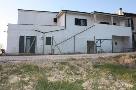 3 bedroom houses for sale in Tuscany. Property in Mosciano, Abruzzo. Italy