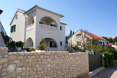 4 bedroom houses for sale in Split-Dalmatia County. Cosy villa on the second line of the sea in the village of Sutivan on Brac Island
