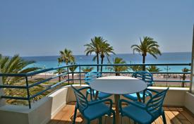 3 bedroom apartments for sale in Nice. Promenade des Anglais, close to the Negresco, renovated 4 room sea view apartment