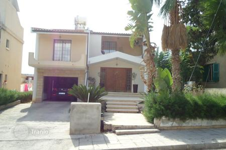 Houses with pools for sale in Yeroskipou. Five bedroom detached house in Yeroskipou Paphos