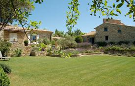 Luxury residential for sale in Gordes. Gordes — Provencal stone house with views