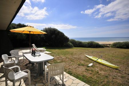 2 bedroom villas and houses to rent in Western Europe. Cottage On The Beach