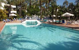 Apartments with pools for sale in Puerto Banús. Apartment for sale in Alcazaba, Marbella — Puerto Banus