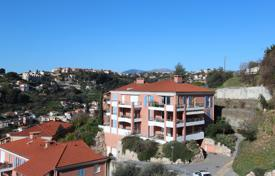 Cheap 1 bedroom apartments for sale in France. Cozy apartment with a terrace and a private garden, in a residence with a swimming pool, near the city center, Nice, France