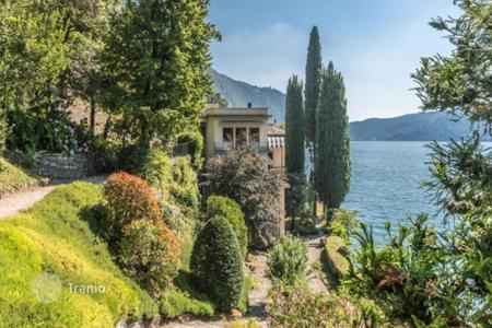 Property for sale in Blevio. Stylish apartment with a balcony on the shores of Lake Como, Blevio, Italy