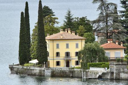 Villas and houses for rent with swimming pools in Lake Como. Villa Limonta