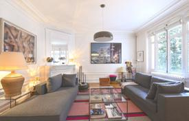 Neuilly-sur-Seine. A spacious four-bed apartment. for 1,850,000 €