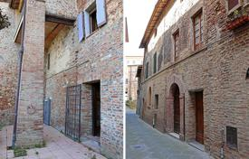 Cheap property for sale in Umbria. Apartment in the historical center of Città della Pieve