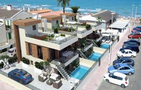 3 bedroom houses for sale in Valencia. Exclusive villas with private pool and solarium only 60 meters from the beach in La Mata