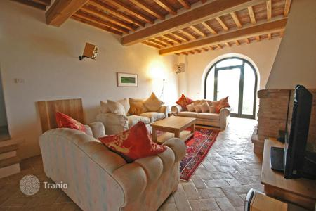 Luxury property for sale in Montepulciano. Restored house with two independent apartments, a swimming pool and a park, Montepulciano, Italy