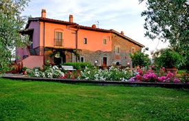 Property for sale in Arezzo. Ancient country house for sale in Tuscany