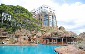 1 bedroom apartments by the sea for sale in Southern Europe. One-bedroom appartment with panoramic view, in residence witn pool and garden, in 350 metres to the sea, Begur, Spain