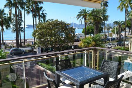 Coastal apartments for sale in Côte d'Azur (French Riviera). Cannes — Croisette — Renovated apartment