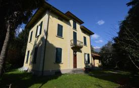 Houses for sale in Cannobio. Comfortable villa with a balcony, a gazebo and a garden, near the city center, Cannobio, Piedmont, Italy