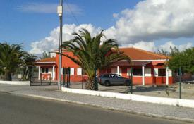 Property for sale in Leiria. Villa with a private access to the beach and terraces, Salir do Porto, Portugal