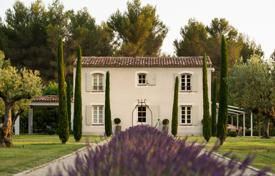 4 bedroom houses for sale in Bouches-du-Rhône. Beautiful BASTIDE — HENTING LODGE