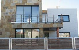 Coastal houses for sale in Cambrils. Villa – Cambrils, Catalonia, Spain