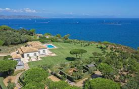 Residential for sale in Saint-Tropez. Saint-Tropez — Waterfront property
