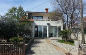 Coastal property for sale in Krk. Family villa in Kornić