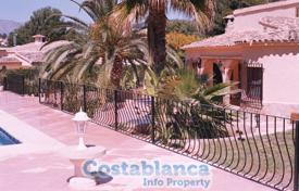 Chalets for sale in Calpe. Chalet – Calpe, Valencia, Spain