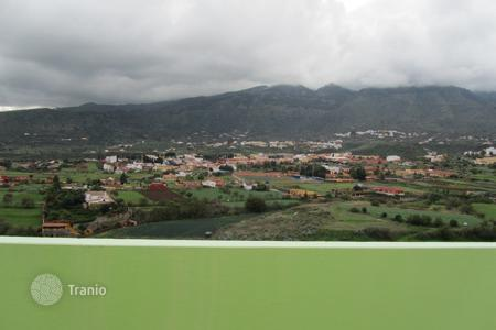Cheap 3 bedroom apartments for sale in Canary Islands. House with land in Valsequillo