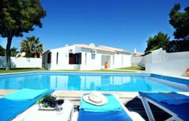 Houses with pools for sale in Faro. Villa – Faro, Portugal
