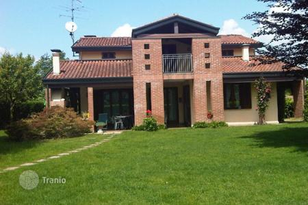 Houses with pools for sale in Castelletto sopra Ticino. Villa – Castelletto sopra Ticino, Piedmont, Italy