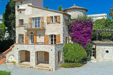 Luxury 6 bedroom houses for sale in Antibes. Beautiful Mas Cap d 'Antibes