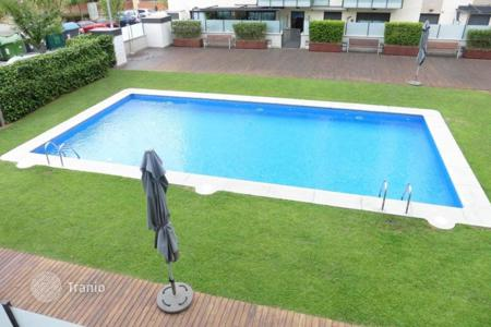 4 bedroom apartments for sale in Castelldefels. Apartment – Castelldefels, Catalonia, Spain