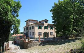 Houses for sale in Pistoia. Villa in the beautiful Pistoia countryside and only a few kilometers away from Florence