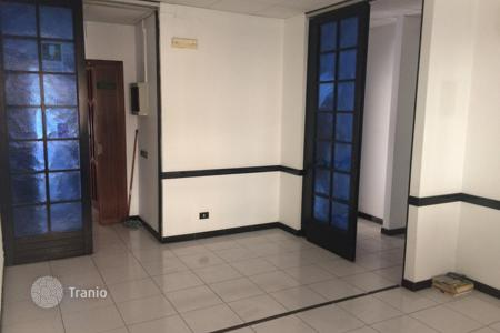 3 bedroom apartments for sale in Catania. Spacious balconied apartment in a residential compound with an elevator, Catania, Sicily, Italy