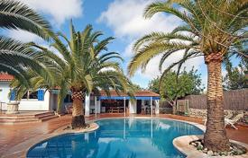 5 bedroom villas and houses to rent in Majorca (Mallorca). Detached house – Cala Murada, Balearic Islands, Spain