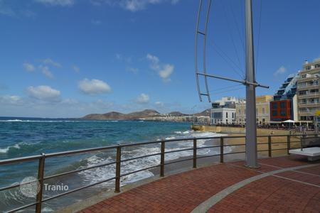 Coastal property for sale in Las Palmas de Gran Canaria. Fantastic flat in frontline of Las Canteras