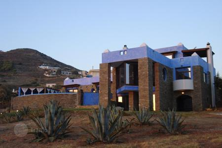 Luxury 4 bedroom houses for sale in Greece. Villa in the first line in Attica