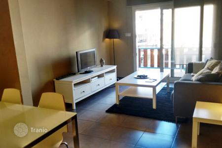 Cheap apartments for sale in Catalonia. Beautiful apartment with 3 bedrooms in the center