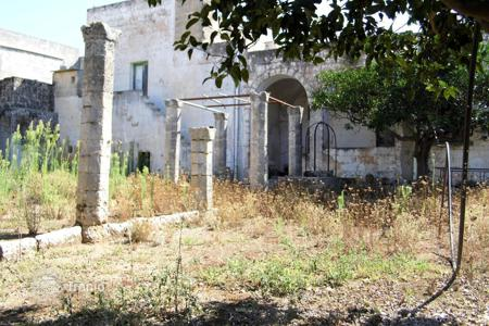 Residential for sale in Apulia. Big plot with ancient building, Lecce, Italy